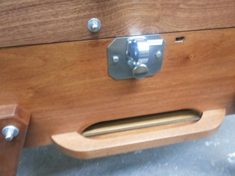 un baby foot en bois doit il tre en massif pour tre de qualit. Black Bedroom Furniture Sets. Home Design Ideas