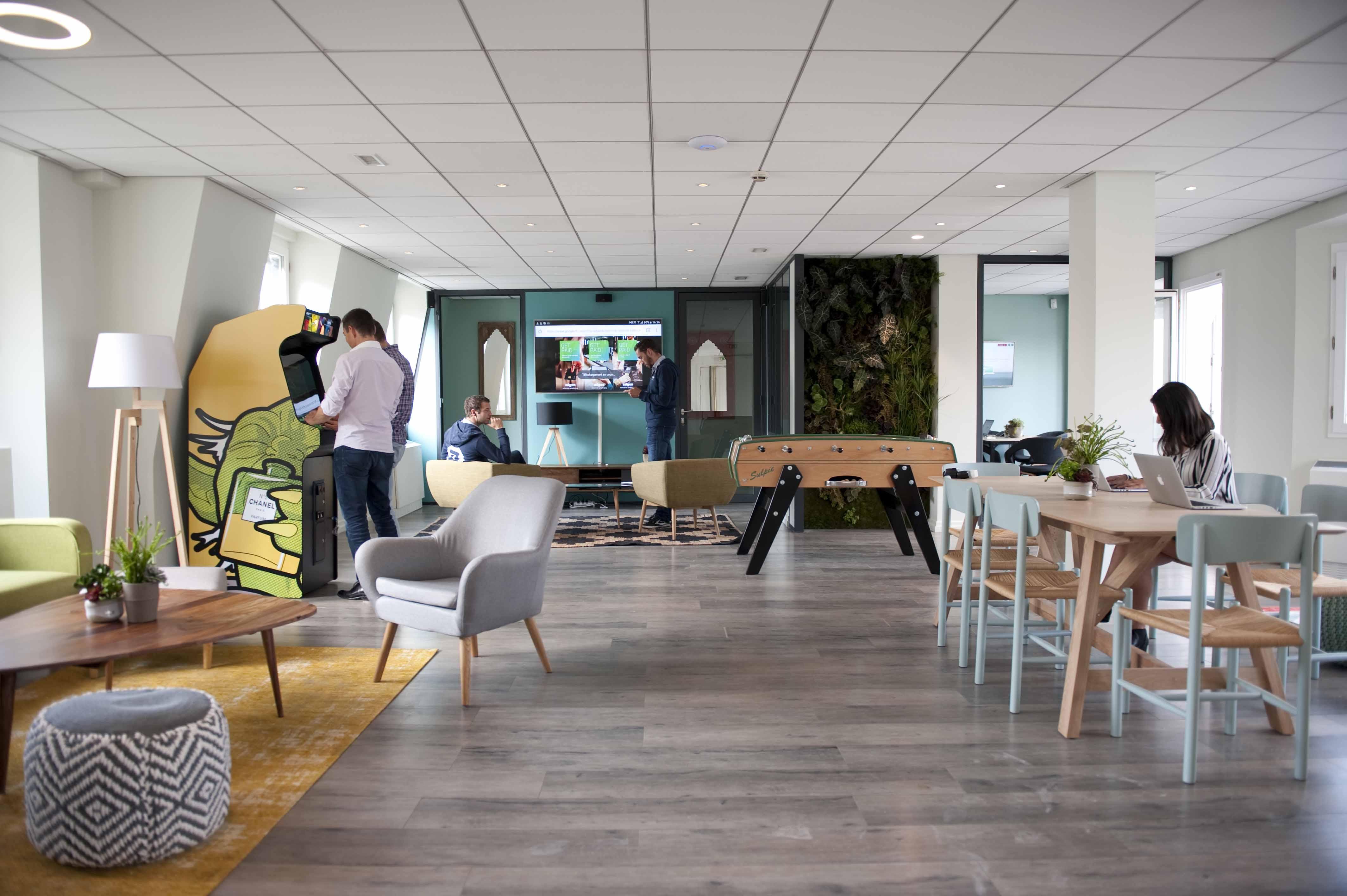 cafeteria table das bro der zukunft welchen beitrag. Black Bedroom Furniture Sets. Home Design Ideas